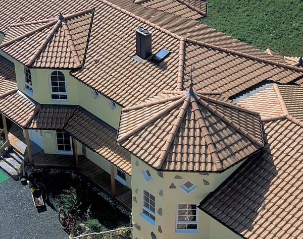Сложные крыши домов фото